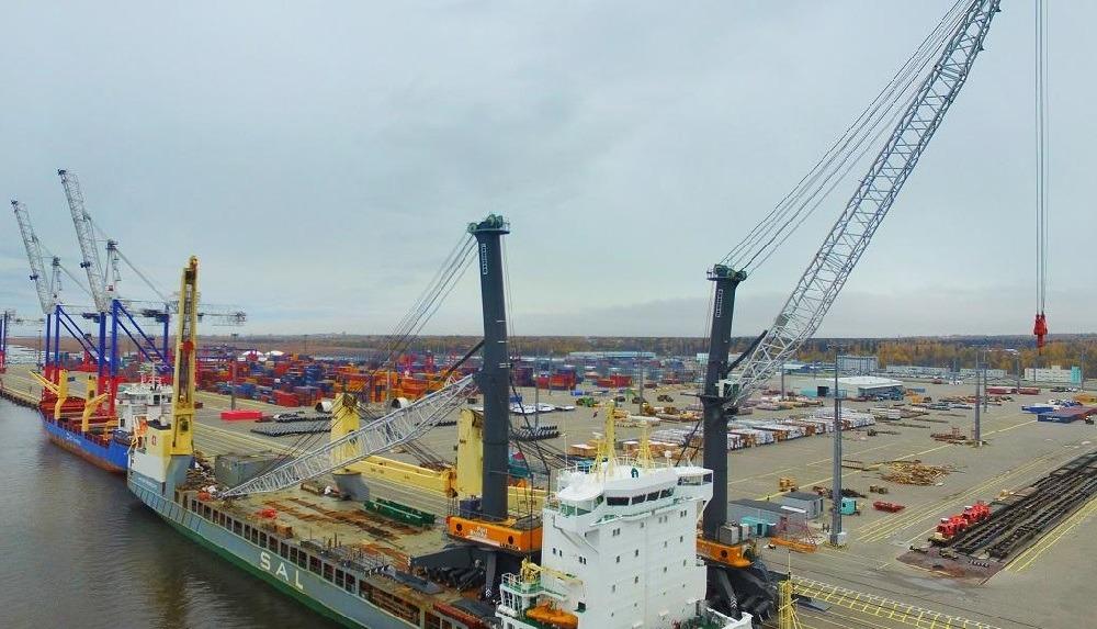 В порту «Бронка» появился кран для перевалки груза массой 500 тонн