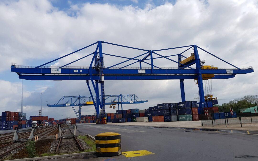 Восточная стивидорная компания ввела в эксплуатацию два новых складских контейнерных перегружателя